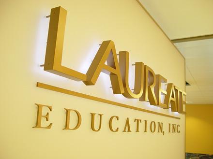 Laureate-04